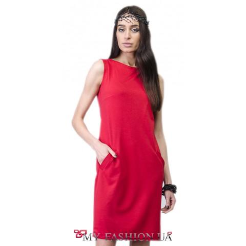 Деловое платье красного цвета