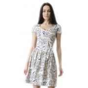 Светлое платье с расклешённой юбкой