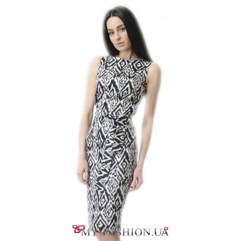 Льняное деловое платье с чёрно-белым принтом