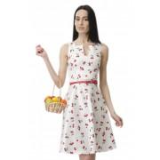 Яркое летнее платье с принтом в черешни