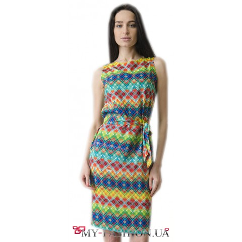Летнее платье-футляр с этническим узором