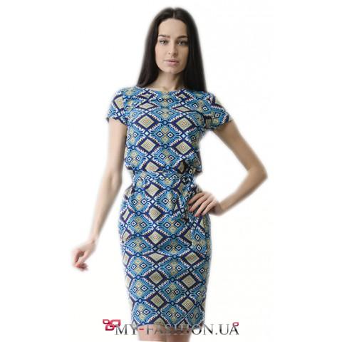 Льняное платье-футляр с этническим принтом