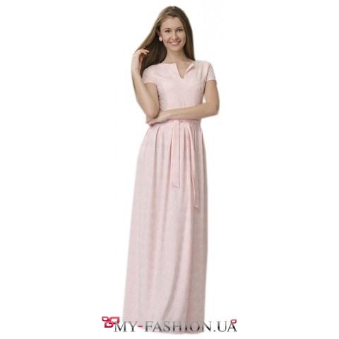 Длинное платье нежно-розового цвета