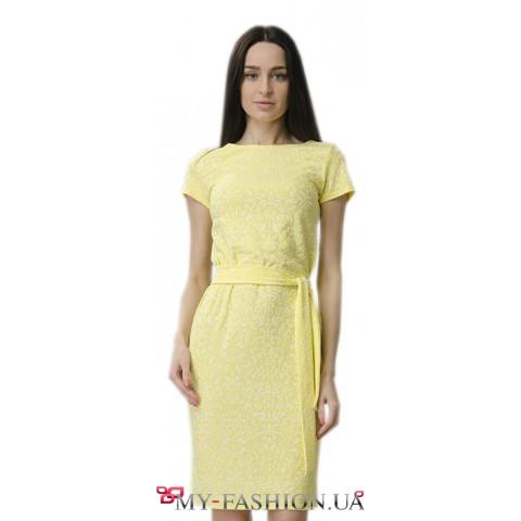 Платье-футляр лимонного цвета
