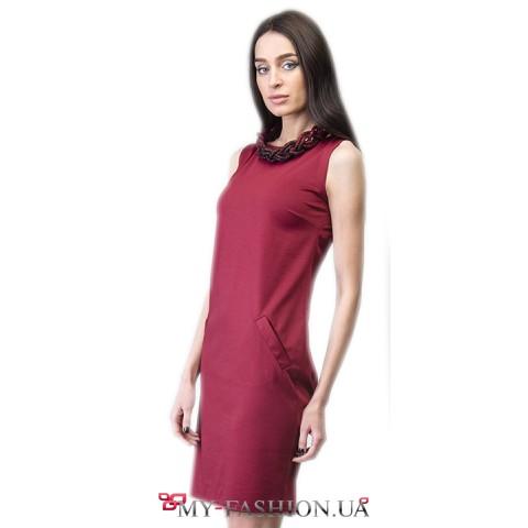 Бордовое короткое платье с карманами