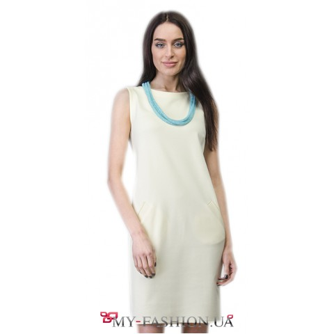 Белое короткое платье идеальной посадки