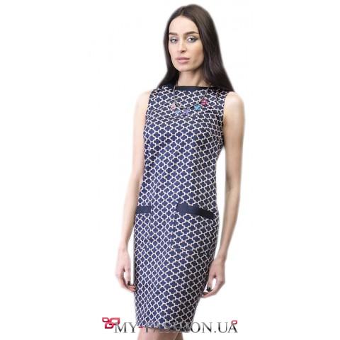 Строгое платье с геометрическим узором