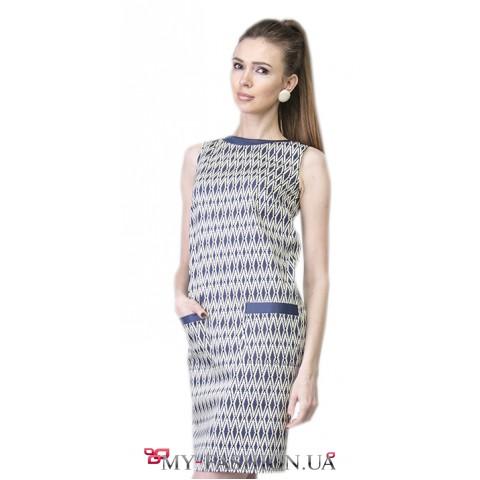 Привлекательное строгое платье с геометрическим узором