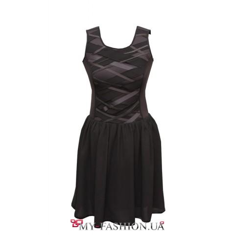 Платье трендового силуэта, жесткий корсет и пышная юбка
