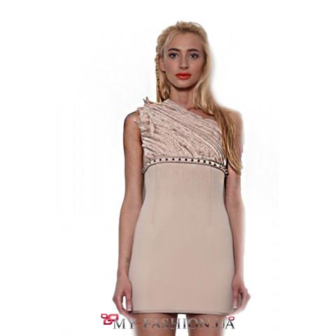 Коктейльное платье с асимметричным верхом