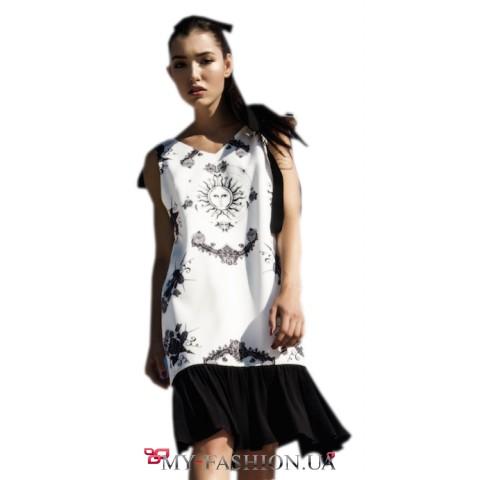 Дизайнерское платье прямого силуэта с авторским принтом