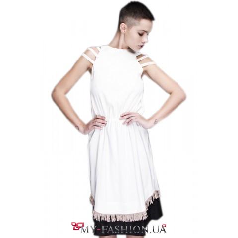 Двухслойное платье с декоративными резинками на плечах