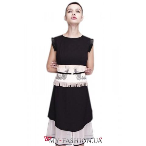 Платье приталенного силуэта с молнией во всю спинку