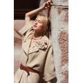 Стильное женское пальто песочного цвета