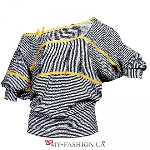 Блузка свободного силуэта с кружевным декором