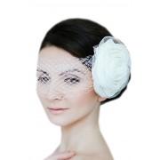 Нежная белая вуаль с крупным цветком