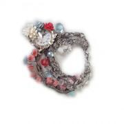 Оригинальный авторский браслет с цветами и стразами