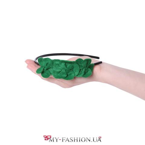 Крупный венок для волос с зелёными цветами