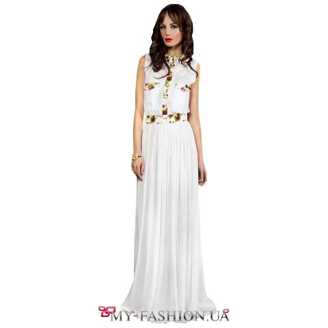 Лёгкое белое платье с яркими цветочными вставками