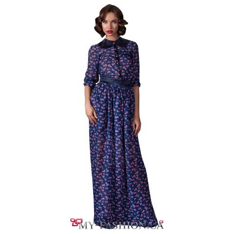 Синее платье-макси с принтом и воротничком