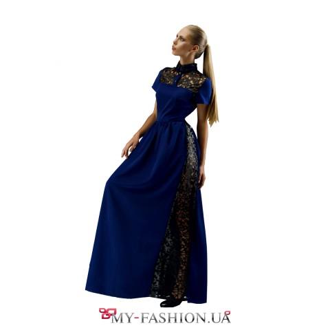 Синее длинное платье с декоративными вставками