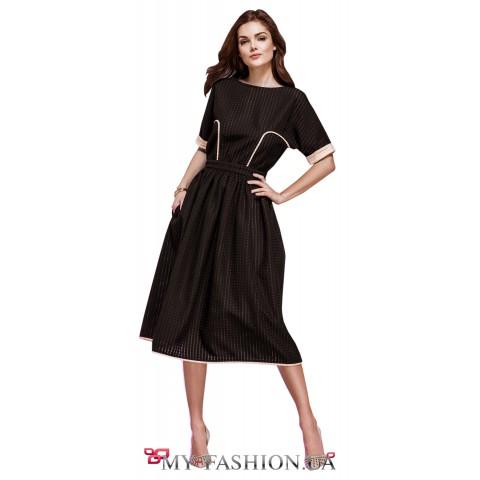 Коричневое платье с пышной юбкой