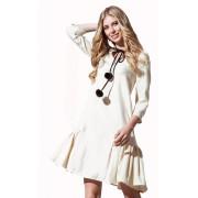 Красивое молочное платье свободного кроя