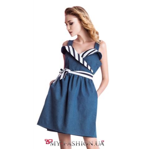 Джинсовое платье на запах с пышной юбкой