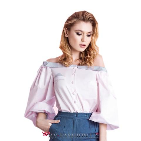 Красивая женская блуза с открытыми плечами