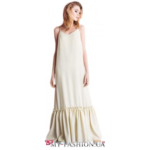 Платье-сарафан полуприталенного силуэта с воланам.