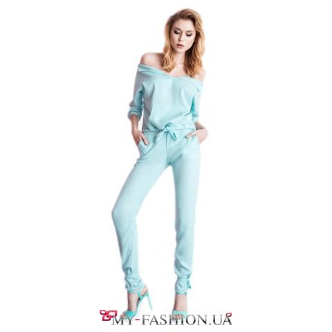 Прогулочный костюм нежно - голубого цвета