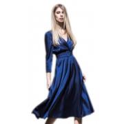 Синее платье с v-образным вырезом