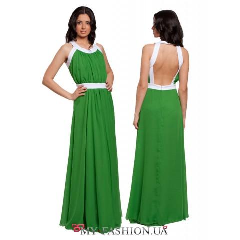 Длинное легкое платье в пол с открытой спиной