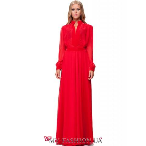 Длинное платье алого цвета