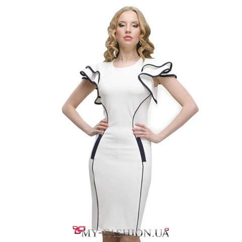 Белое платье средней длины с роскошными рукавами