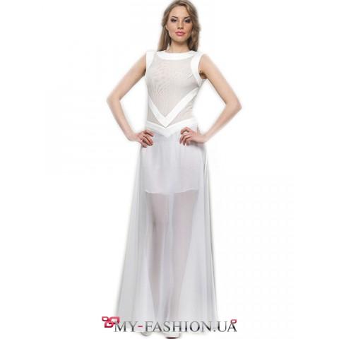 Длинное вечернее платье белого цвета с декором