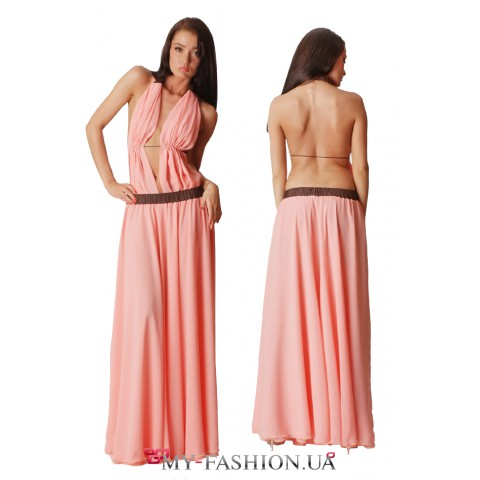Длинное платье-сарафан персикового цвета