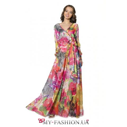 Яркое длинное платье с крупными цветами