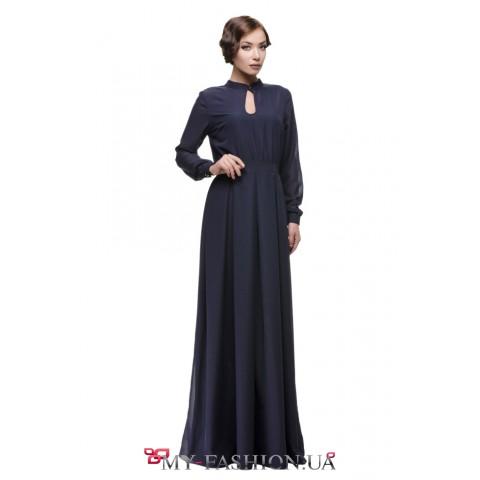 Длинное синее платье с юбкой в складку