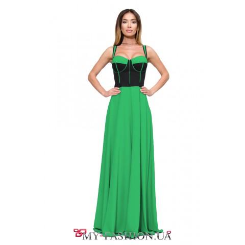 Длинное зелёное платье на бретельках