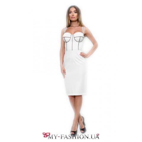 Белое коктейльное платье с кофейными вставками