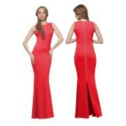 Длинное красное платье облегающего силуэта