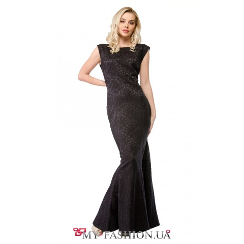 Вечернее платье с открытой спиной из эластичного полотна