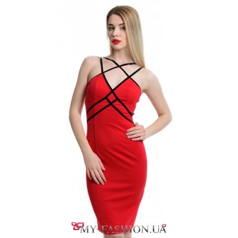 Восхитительное платье ярко-красного цвета