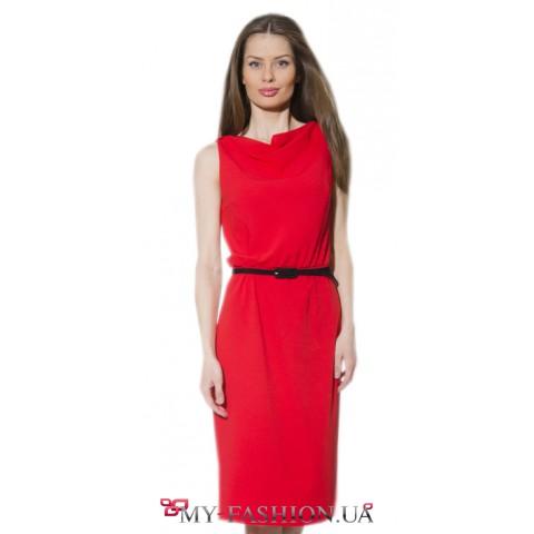 Деловое однотонное платье красного цвета