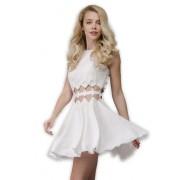 Нежное короткое платье приятного молочного цвета