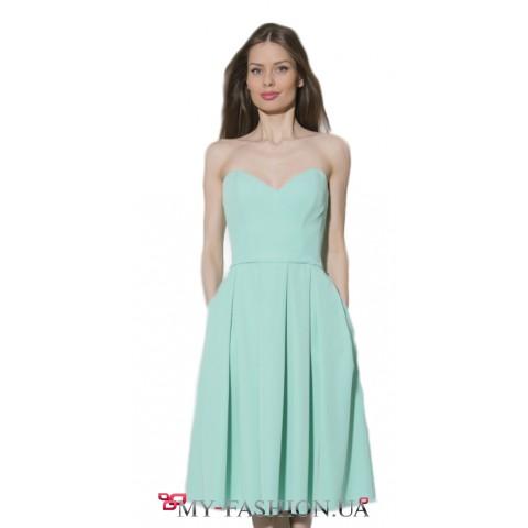 Женственное платье-бандо цвета мяты