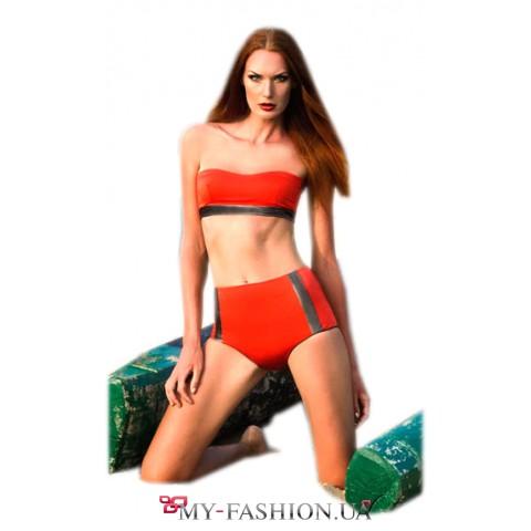 Стильный купальник-бандо красного цвета