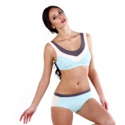 Спортивный купальник нежно-голубого цвета