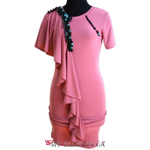 Платье с воланом оттенка чайной розы